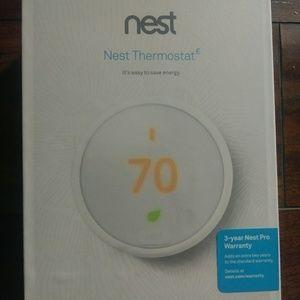 BRAND NEW: Nest Thermostat with 3 yr warranty